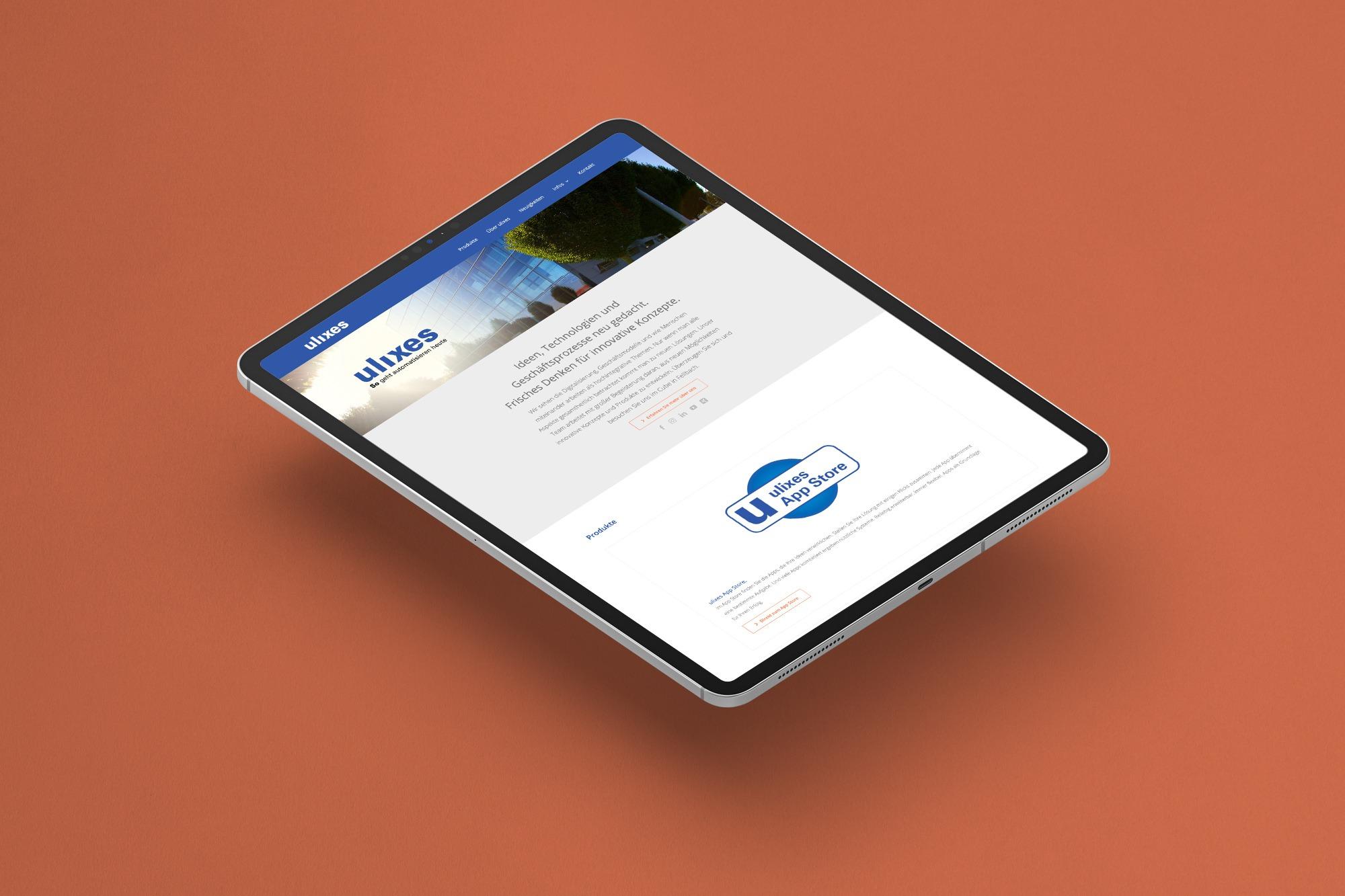 Studio dos, Grafikdesign Osnabrück, ulixes Robotersysteme Webseite auf orangefarbenem Hintergrund